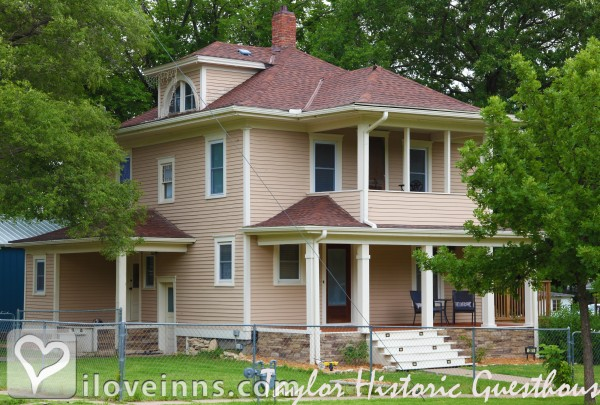 The Lark Inn Guesthouses in Cottonwood Falls, Kansas