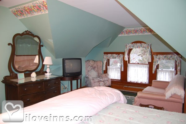 New England Lakefront Bed And Breakfast For Sale