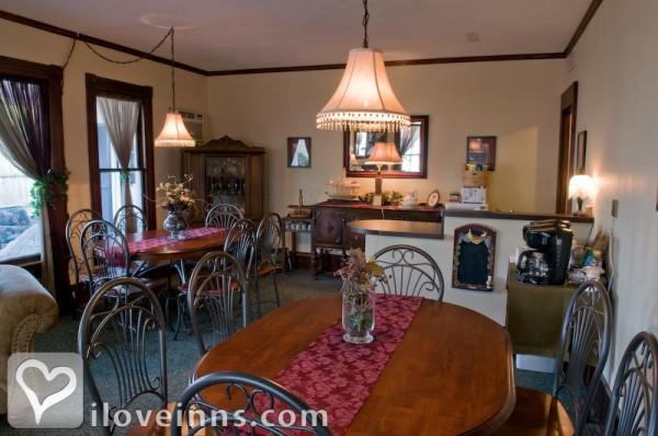 eagle cliff inn in geneva on the lake ohio. Black Bedroom Furniture Sets. Home Design Ideas