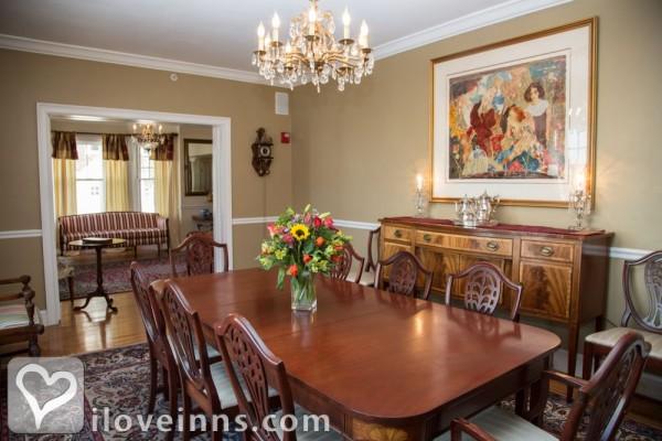 almondy inn in newport rhode island. Black Bedroom Furniture Sets. Home Design Ideas