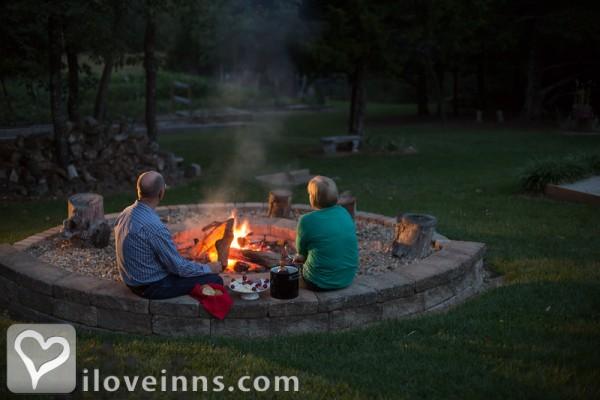 Cedar Crest Lodge in Pleasanton, Kansas | iLoveInns com